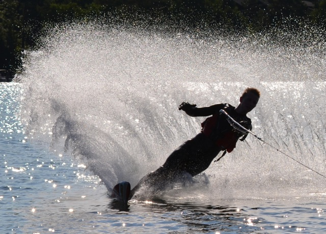 Competences determine how you act in difficult situations. Waterskiing on uneven surface as here is tricky, but Axel has trained his balance by practicing, skiing and floor ball playing.